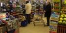 Tłok w sklepie, kolejki najbardziej irytujące dla polskich konsumentów
